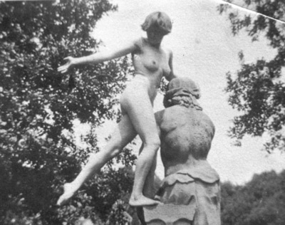 Carrington-nude-statue002.jpg