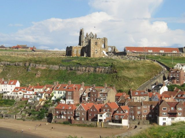 Whitby_castle.jpg