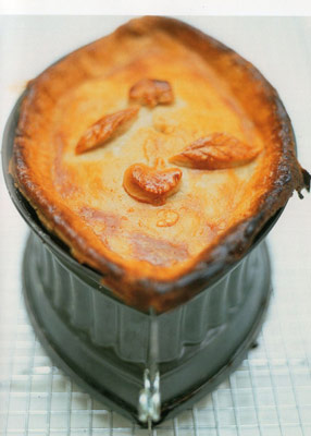 Pie_raised_in_tin002.jpg