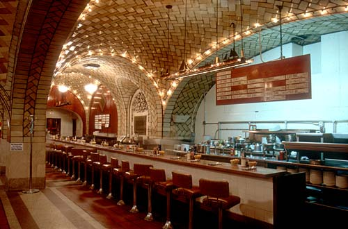 Restaurant With Oysters In Grand Central Station In Ny