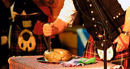 Scotland_sgian-dubh-cutting-haggis.jpg